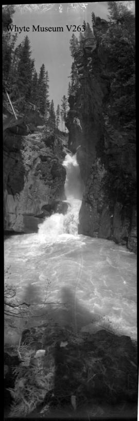 Untitled : [falls at Johnston Canyon]