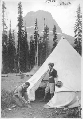 Alpine Club camp scenes, Summit Lake, Yoho Valley / 27652