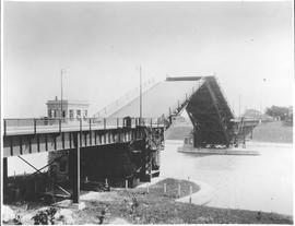 Canada. Ontario. The highway bridge over the Welland Canal opening to permit a steamer to pass / CN253