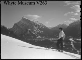 Archie Dick and Rundle from Greenspot : [Mount Rundle from Mount Norquay]