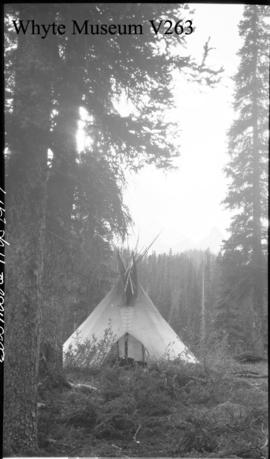 Bow movie trip, teepee