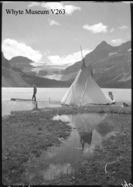 Bow Lake with teepee, trip to Columbia Icefield