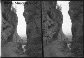 Sinclair Canyon, stereo