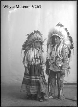Indian children : [Stoney Indians]
