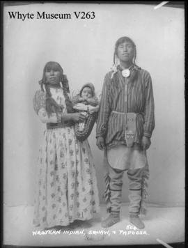 Western Indian squaw & papoose : [Indian woman and baby]