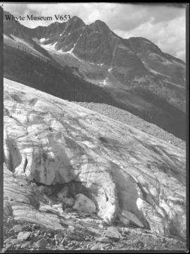 (No.92). : [toe of Asulkan Glacier]